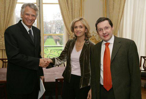 Remise à Matignon du rapport de Valérie Pécresse sur la Famille, avec D. de Villepin
