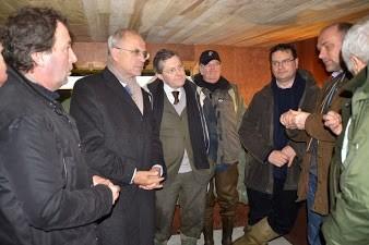Echanges animés à l'intérieur du gabion autour de Marc Laffineur, ancien ministre, président du groupe chasse de l'UMP