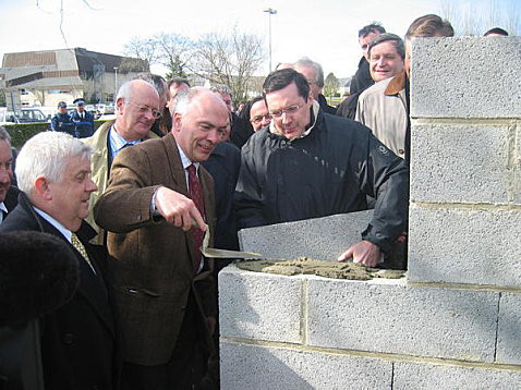 Pose de première pierre avec Marc Le Fur, vice-président de l'Assemblée Nationale, Côtes d'Armor
