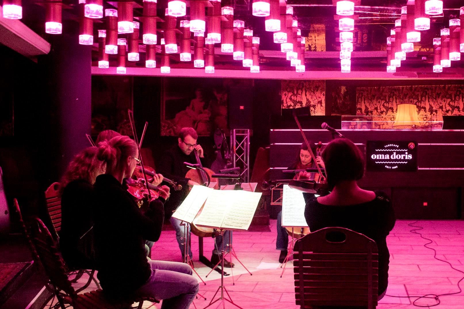 VOR ORT Oma Doris Tanzcafé Dortmund