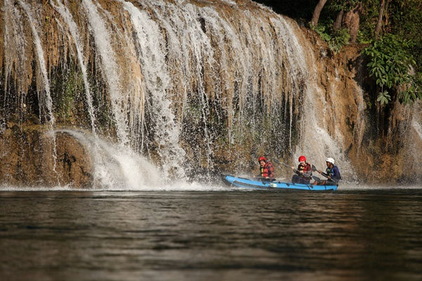 Saiyok Watefall by Boat