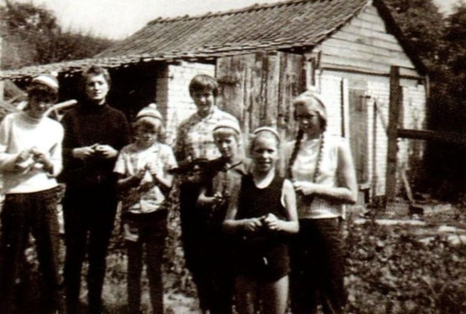 von Jutta Heinze, Margarete Rogalski, Silke Freudenthal, Dörte Maschmann, Helene Hauschildt, Gisela Becker und Käthe Kohlhoff (v.l.n.r)