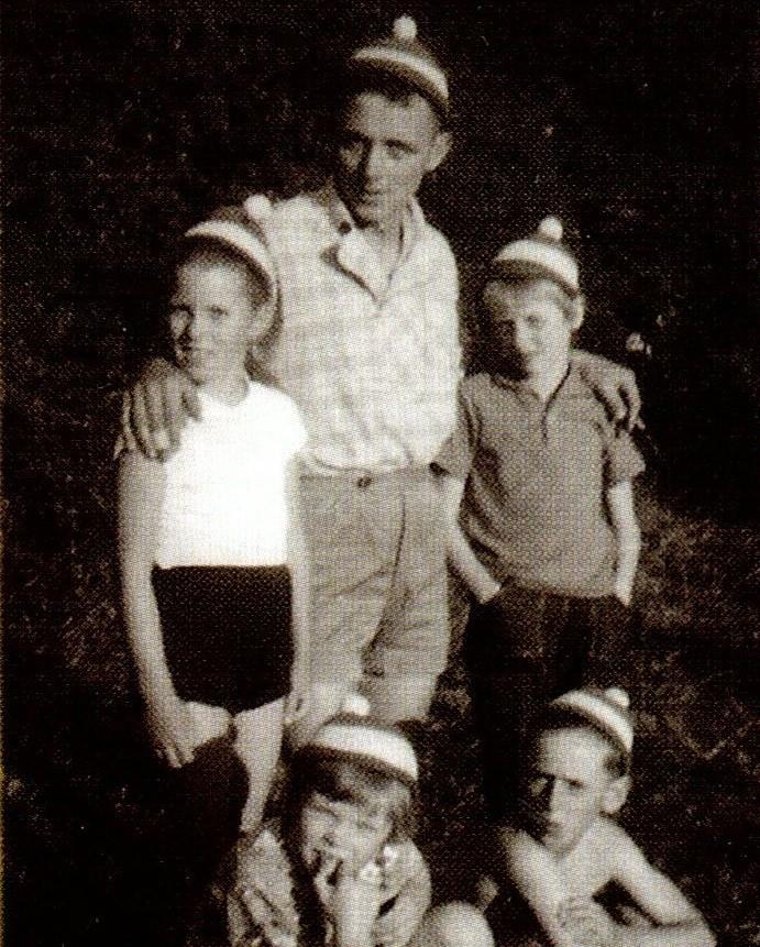 ca.1961 - vereinseigene Pudelmützen getragen von: Gisela Becker, Kurt-August Butenschön, Helene Hauschildt (hinten) und Silke Freudenthal, Reinhard Gersonde