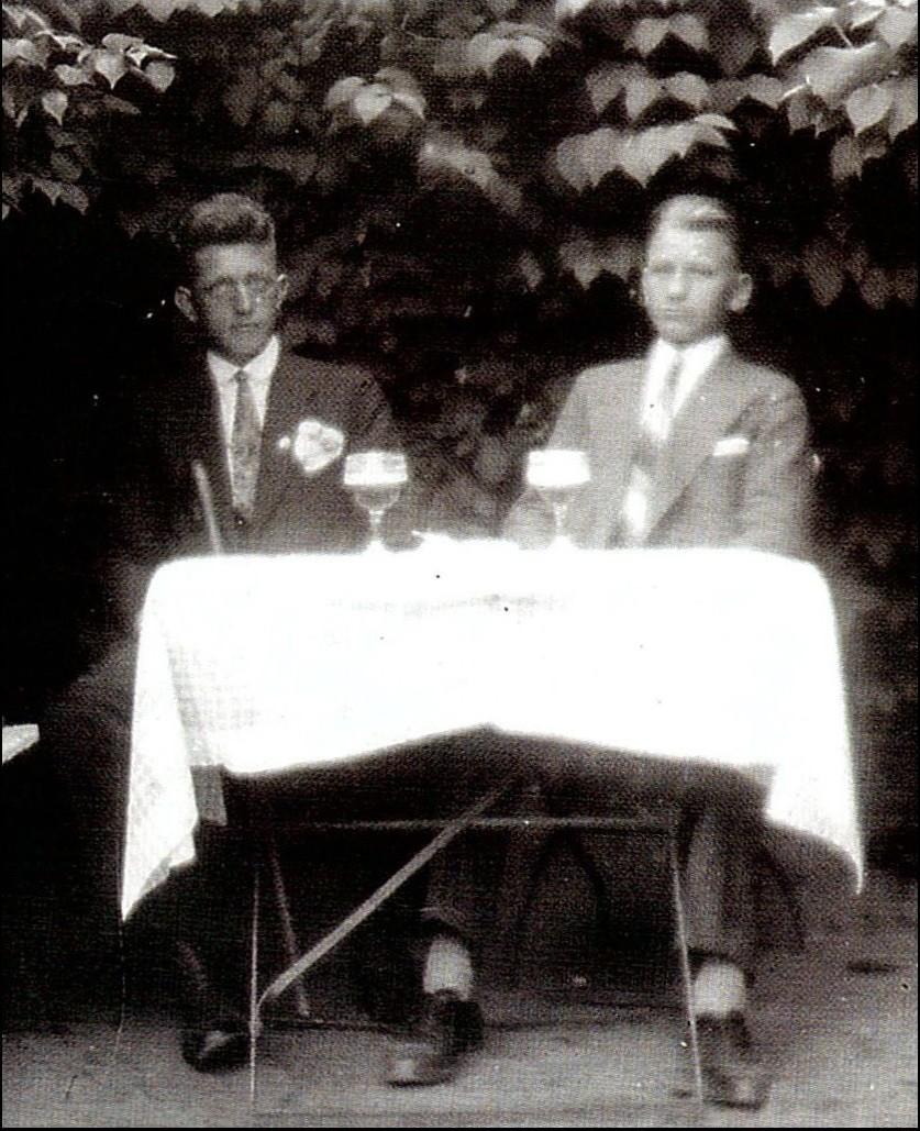 ... im Kaffeegarten 'Forsthaus', Friedrich Kohlhoff, Gottfried Peschel (v.l.n.r.)