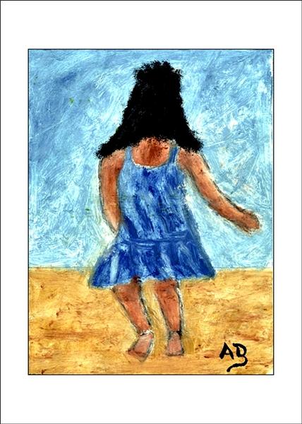 Kleines Mädchen auf der Wiese, blauer Himmel