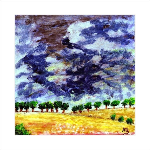 Landschaft mit Regenwolken, gelben Feld, Baumreihe und Büschen