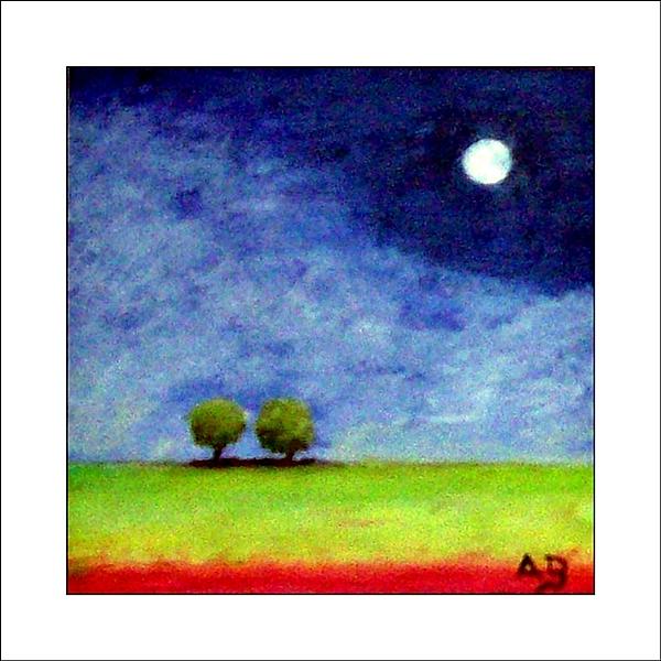 Hintergrund: Nachthimmel, Vollmond, Vordergrund: zwei Bäume am Horizunt, Wiese, Vorn sind rote Blumen angeordnet