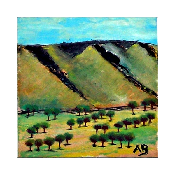Hügellandschaft mit blauem Himmel, grün, gelb, blauenHügeln im Hintergrund. Im Vordergrund: grün, gelb, weiße Landschaft mit mehreren Baumgruppen. Ölgemälde.