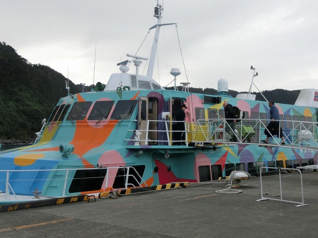 東京から大島まで2時間で行ける高速ジェット船も楽しい