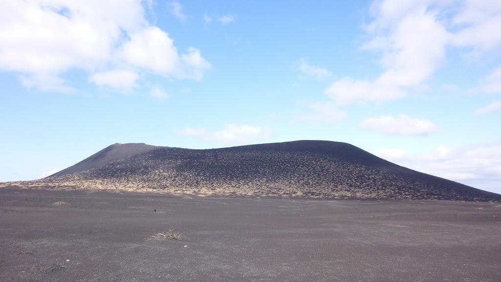 大島を象徴する三原山です