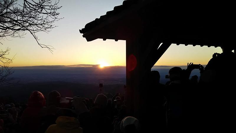 写真は日の出山ですが、当日は岩茸石山で。同じくらいの絶景でしかも人が少ない♪