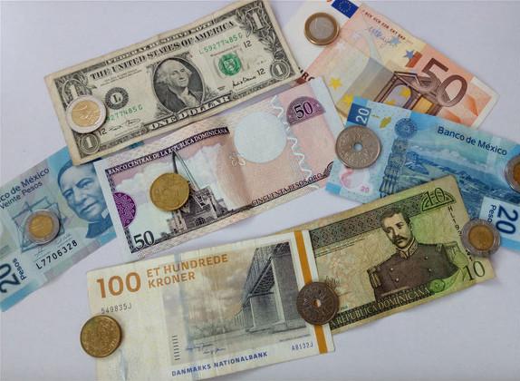 Geld, Reisekasse, Euro, Dollar, Peso, Münzen, Geldscheine,Baht, Reisekosten Weltreise, Finanzen Weltreise, Finanzen unterwegs, Sparplan