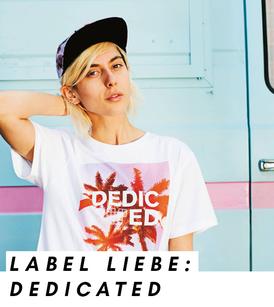 Model mit T-Shirt des nachhaltigen Streetwear Labels Dedicated