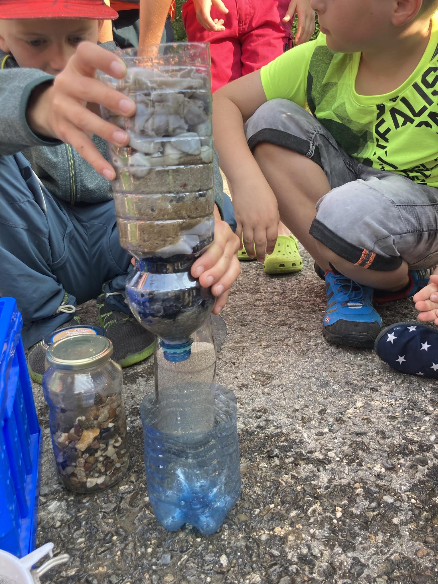 selbstgebauter Wasserfilter aus der Natur
