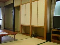 はなれ奥のお部屋です。6号室10,5畳和室です。