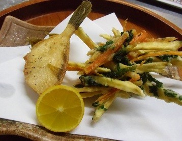 自家栽培のお野菜を使った天ぷらや、地魚の揚げ物。