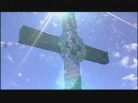 Das Gipfelkreuz im gleißenden Sonnenschein