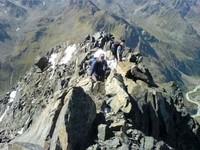 Über den Gipfelgrat zum Abstieg