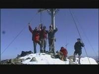 Unser gemeinsamer Gipfelsieg bei phantastischem Bergwetter (von einem fremden Bergsteiger gefilmt)