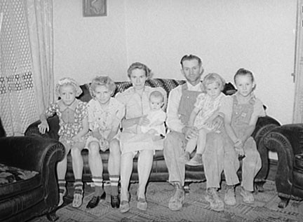 DESPITE THE TROUBLE, COUPLES  KEPT HAVING CHILDREN - FARM SECURITY ADMINISTRATION PHOTO