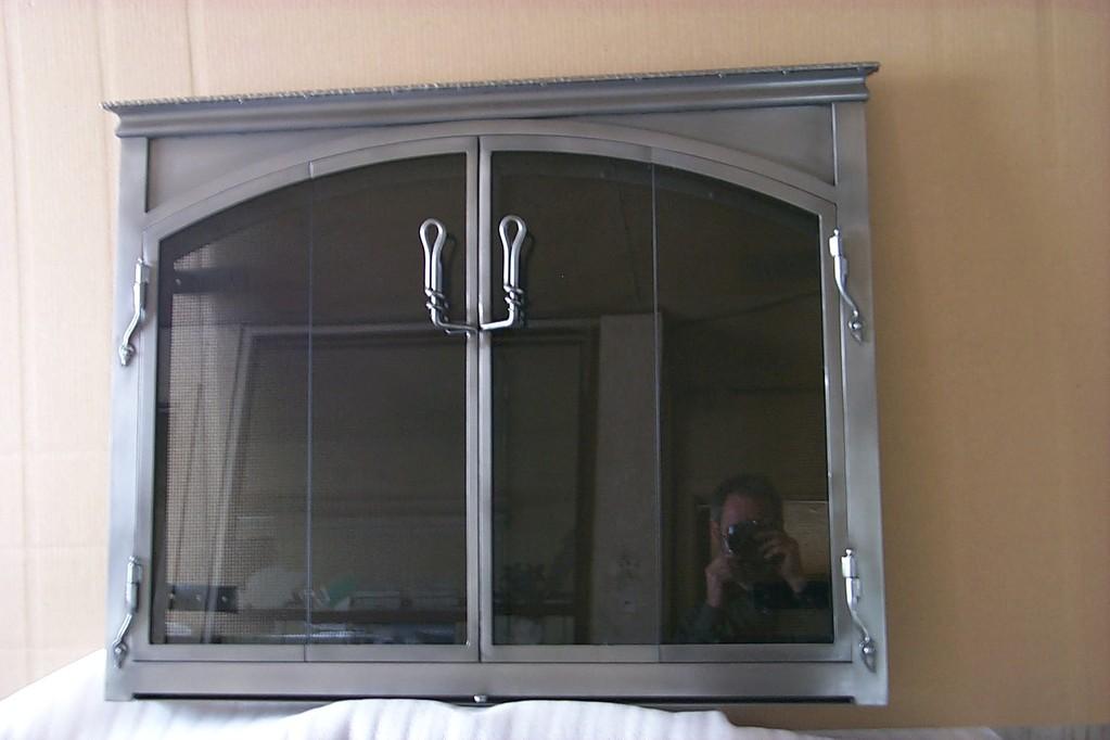 Fausse arche,finition acier brossé, 4 volets en verre pliants, pleine vision et de 2 volets intérieur 2 volets pare étincelles gris