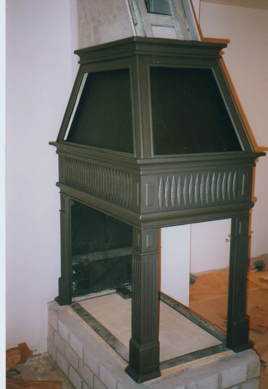 Manteau de foyer en acier forgé très résistant avec 2 colonnes, prêt à recevoir les portes