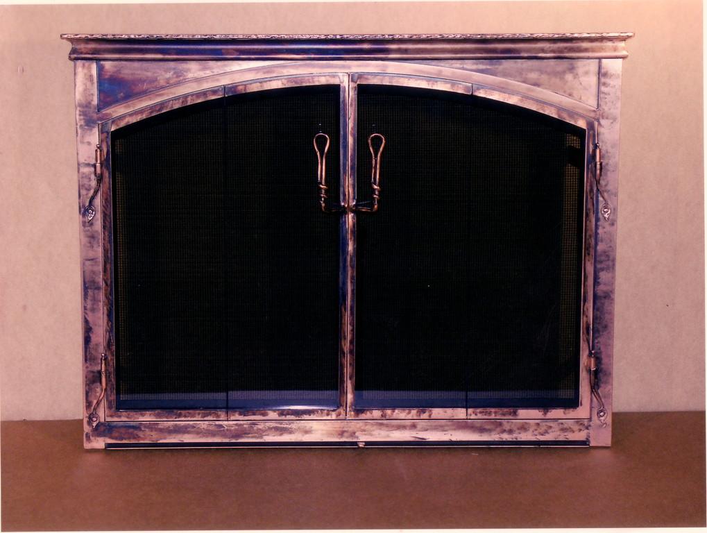 Porte fausse arche, 4 volets vitrés et pliante, pleine vision,à tête moulurée, penture queue de rat, ventilé par le bas