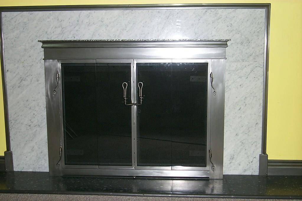 Porte plaquée nickel satinée et tête moulurée de 4 pouces