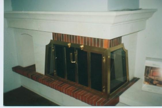 Porte pour foyer Brisach, plaquée cuivre poli, équipé de 2 volets pare étincelles intérieur