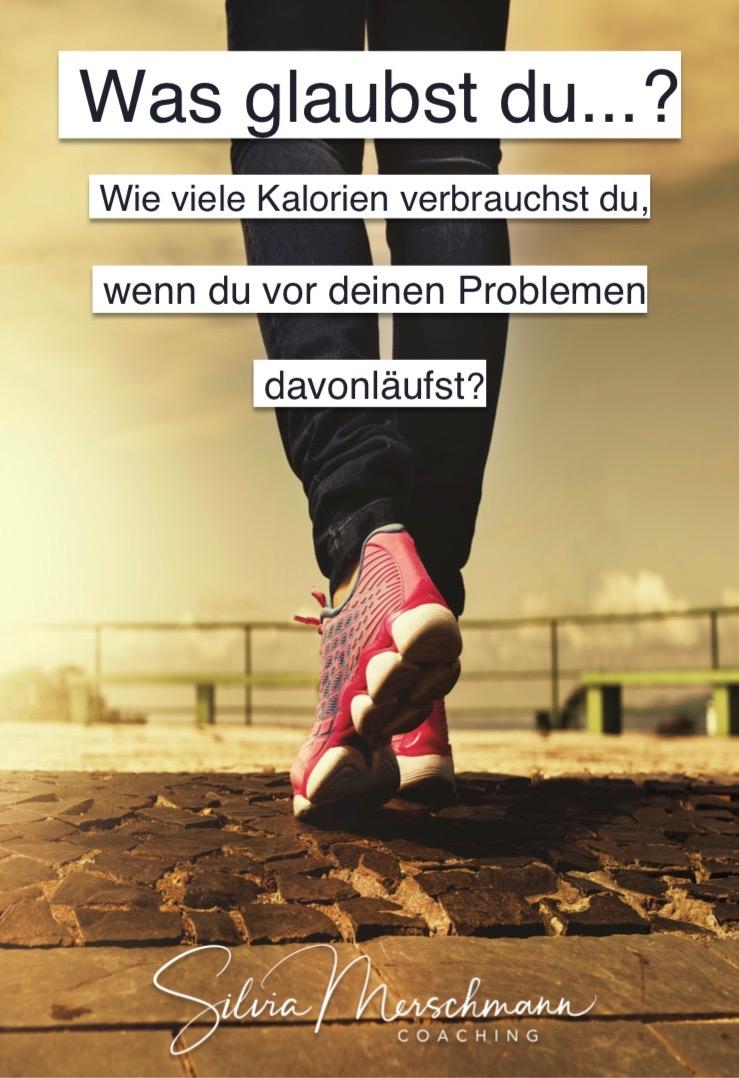 Beine mit roten Turnschuhen. Bild mit Text.