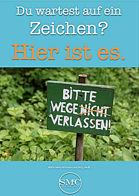 Holzschild und grüner Klee. Bild mit Text.