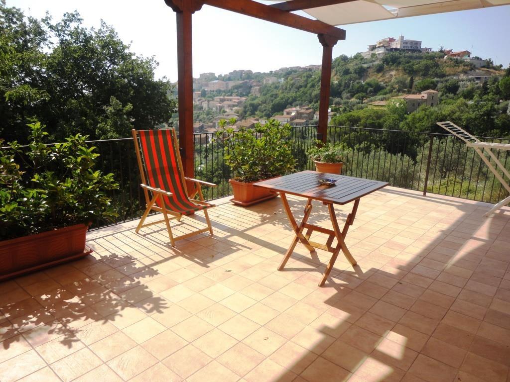 Terrassenhälfte mit Blick auf Ogliastro Cilento