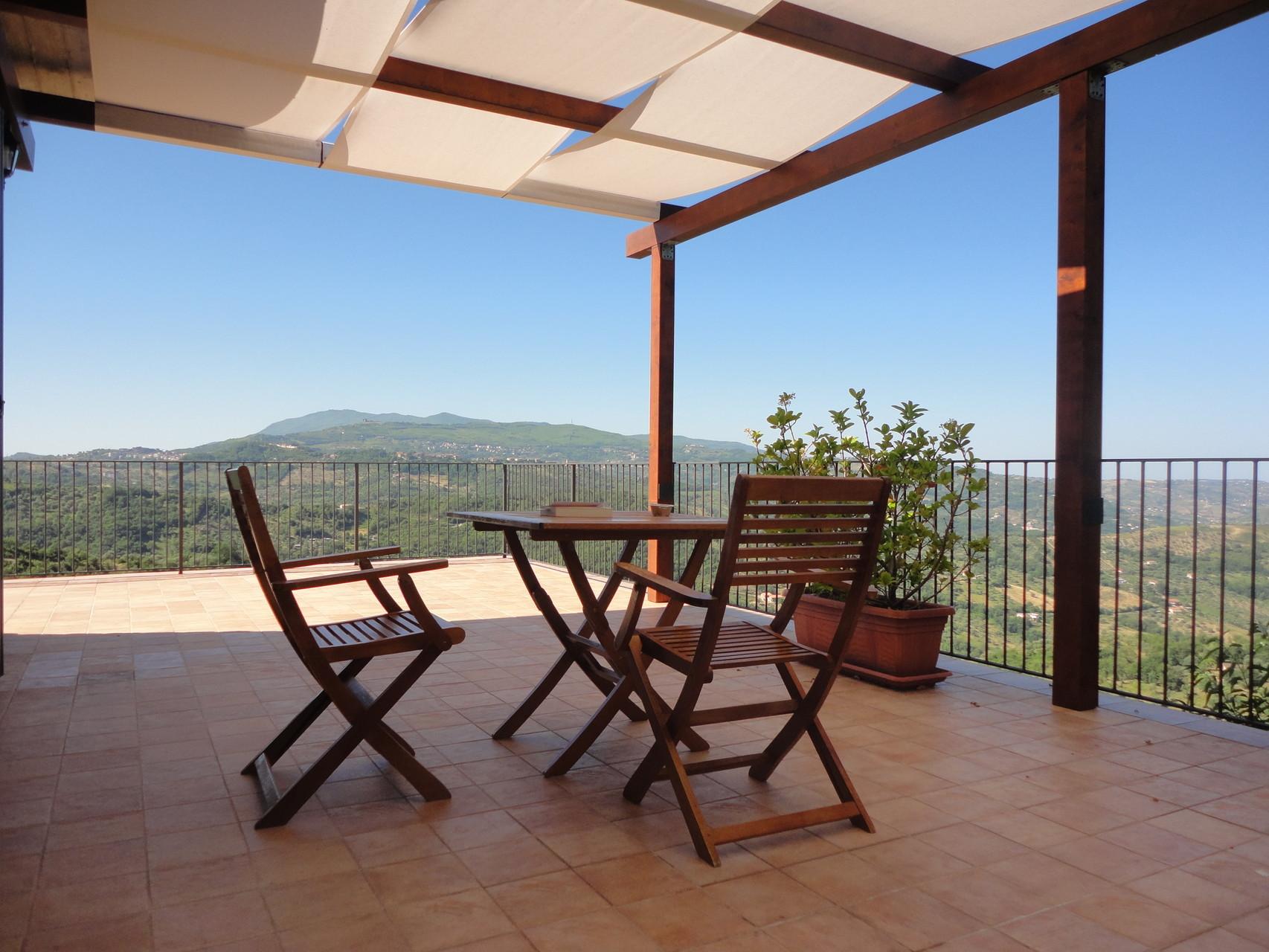 Porzione terrazza con vista panoramica