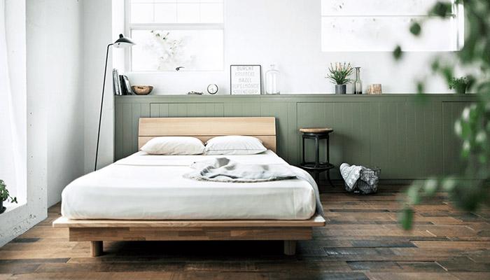 スリープショップ &Free ベッドのある落ち着いたモスグリーンカラーの寝室風景