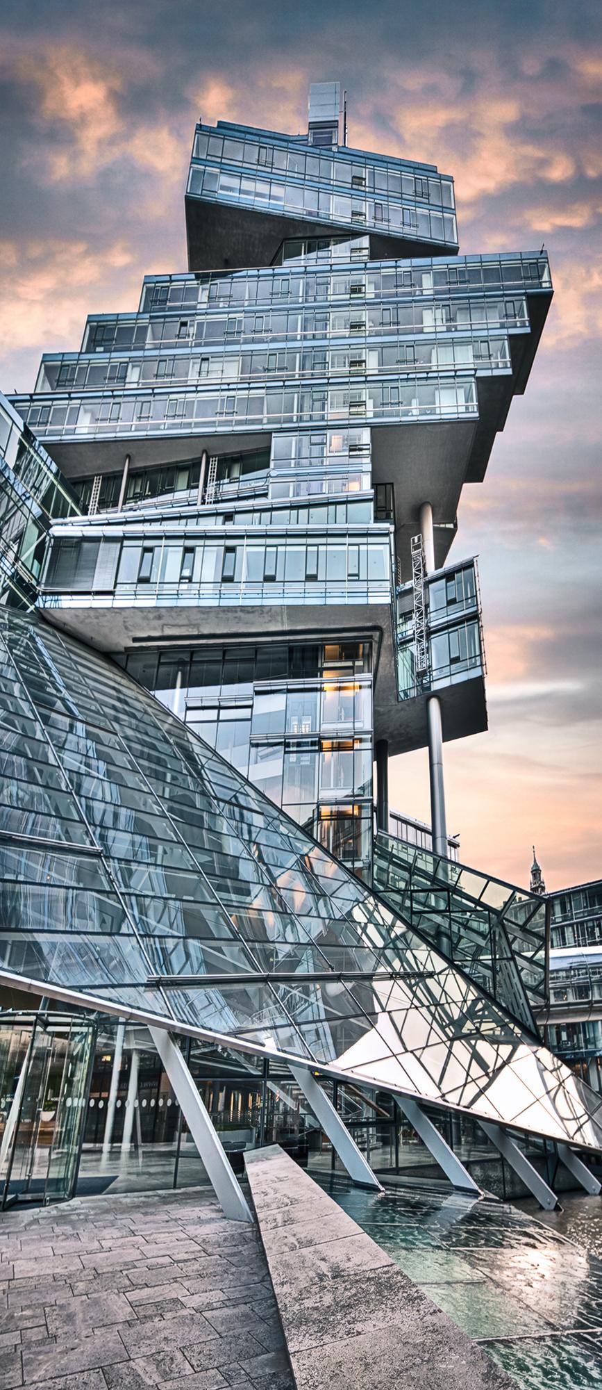 Landesbank I, 65 x 150 cm  ·  Leinwand auf Keilrahmen: € 660,- · Aludibond: € 810,- ·Acrylglas auf Aludibond: € 980,-  · © Stefan Korff