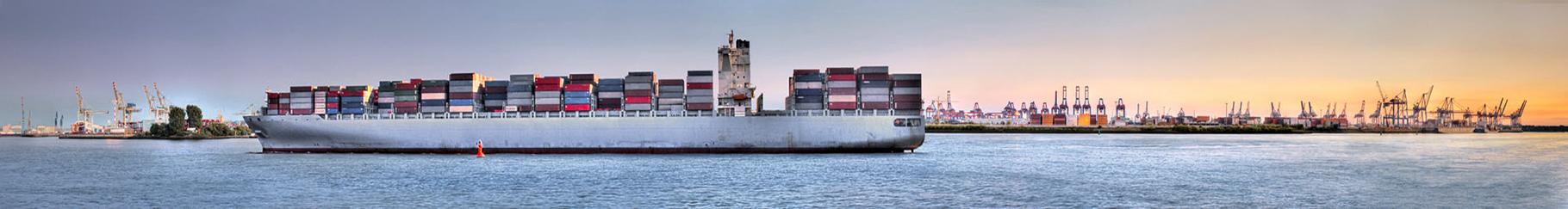 Schiff vor Waltershof · 295 x 40 cm · Leinwand auf Keilrahmen: € 980,- · Aludibond: € 1.230,- · Acrylglas auf Aludibond: € 1.570,-  · © Stefan Korff
