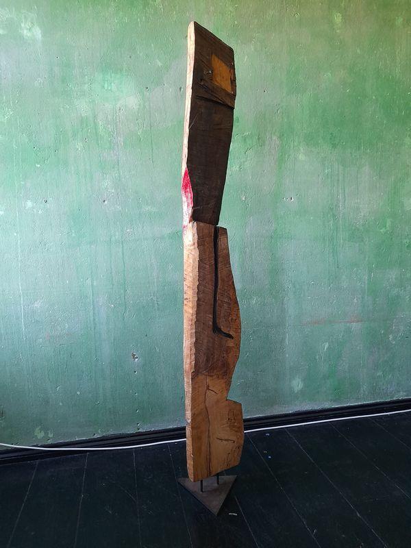 """""""Sie"""" Ansicht """"hinten"""" (95/21 Holz, Stahl, Öl, Lippenstift  H: 177cm, mit Stahlfuss 190cm)"""