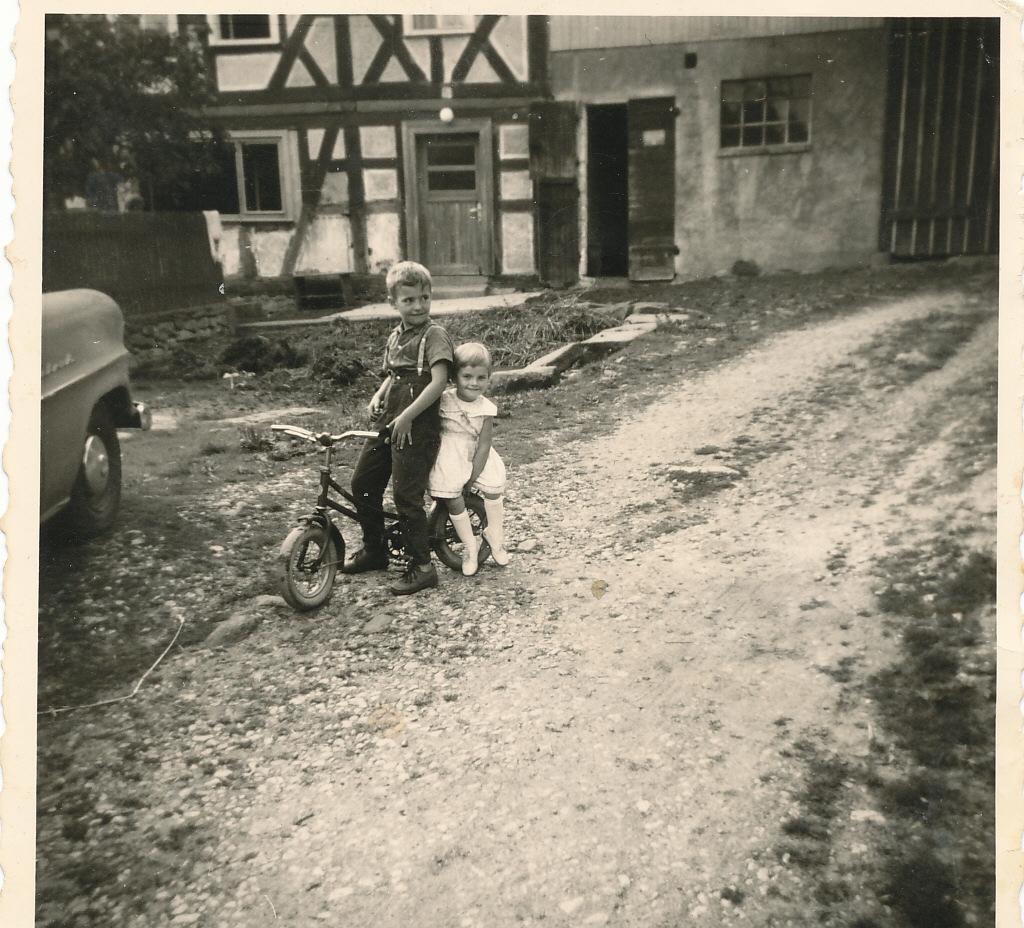 1930 Kinder auf dem Bauernhof