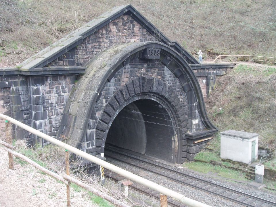 alter Tunnel