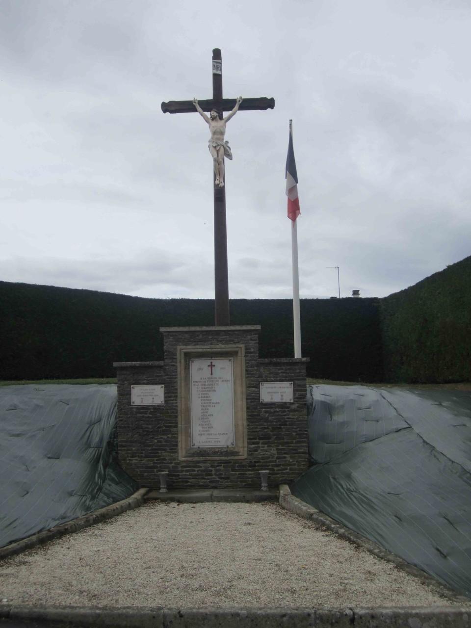 Calvaire et Monument aux morts
