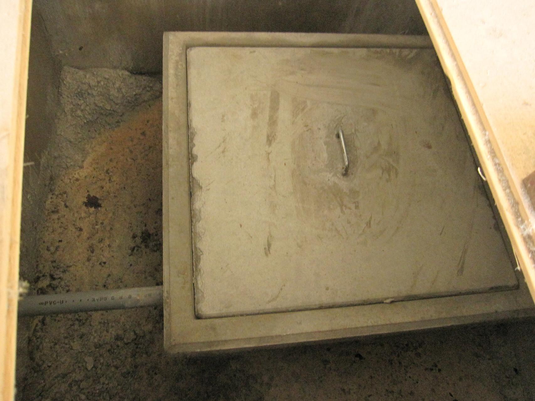 井戸(震災後の安全のため、フタをしている)