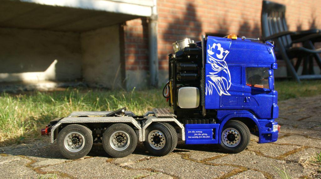 Modelltruck mit sparklecent Blue Lack