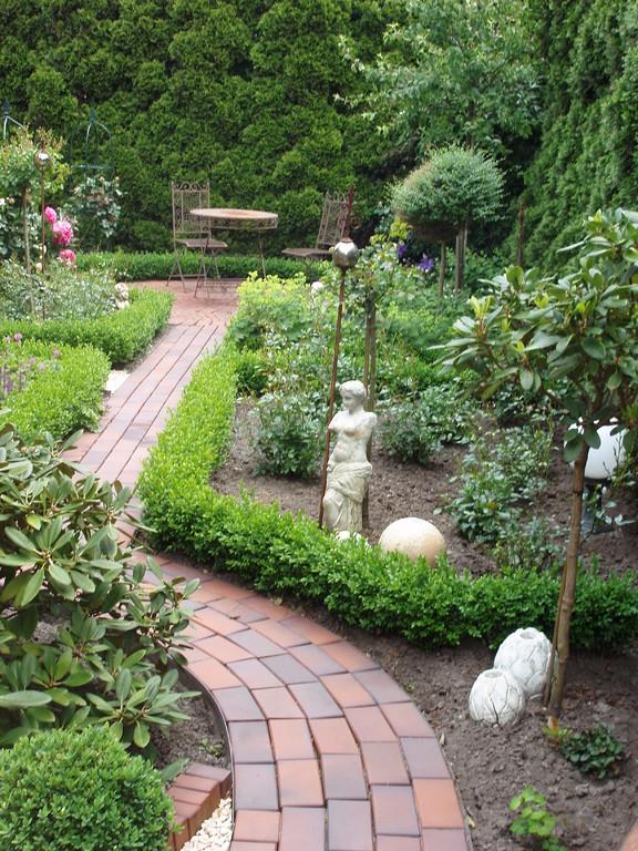 gepflegter Bauerngarten