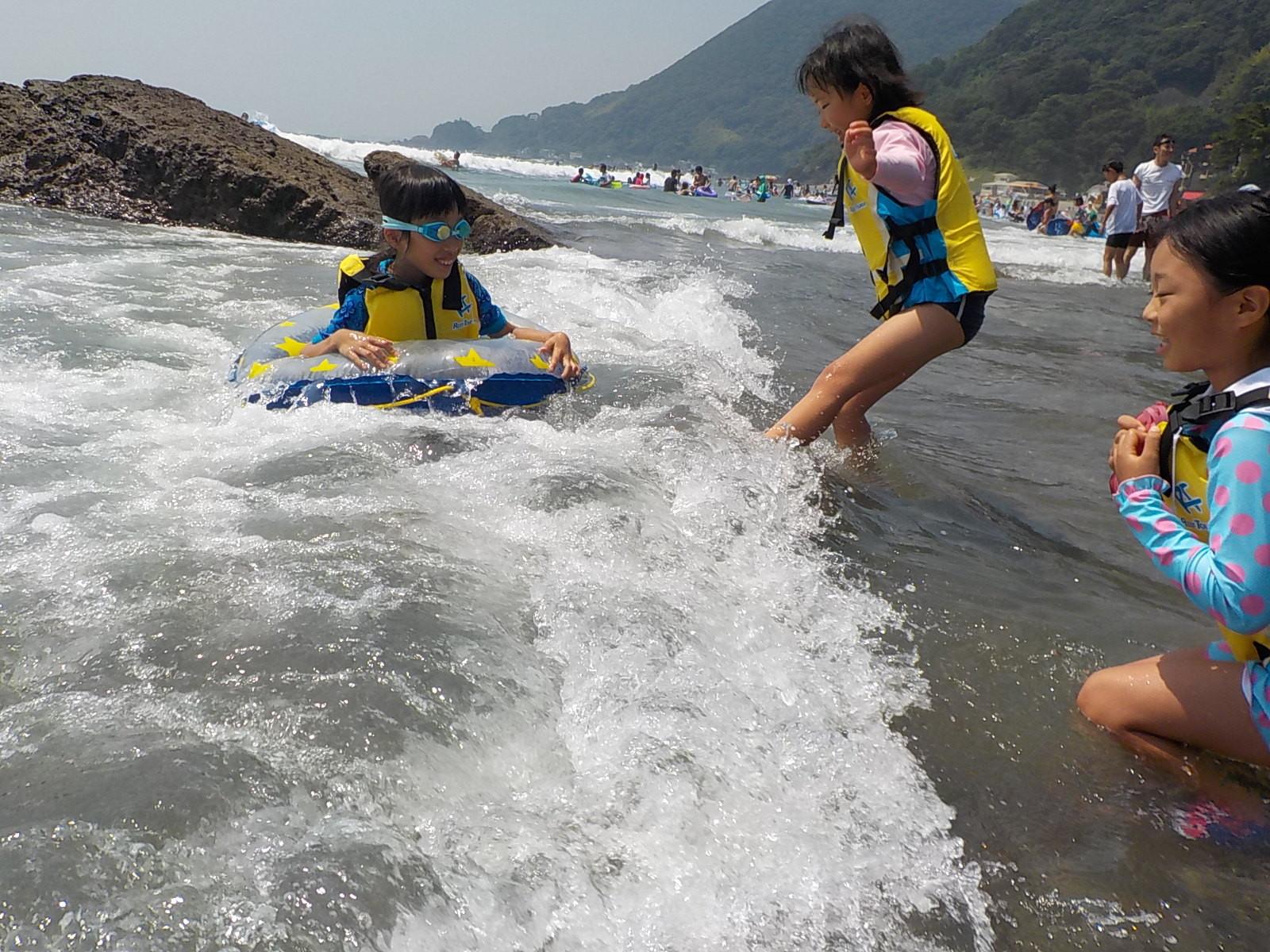 しかし、波に襲われなかなか沖に出れない。波酔いで気持ち悪くなる