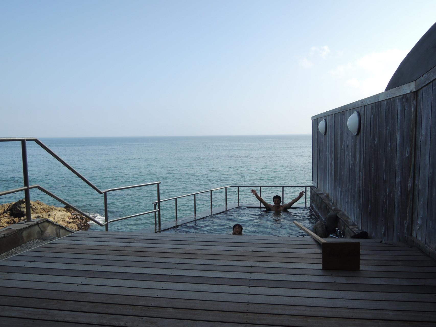 海を一望温泉で一休み