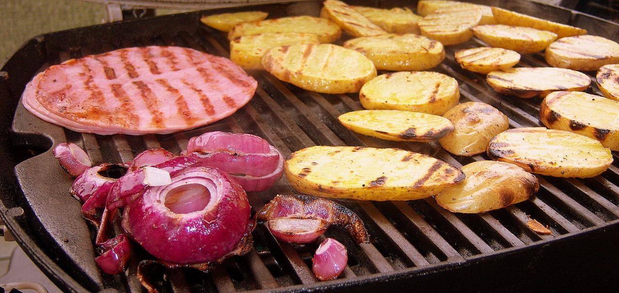 Zutaten für einen warmen Kartoffelsalat