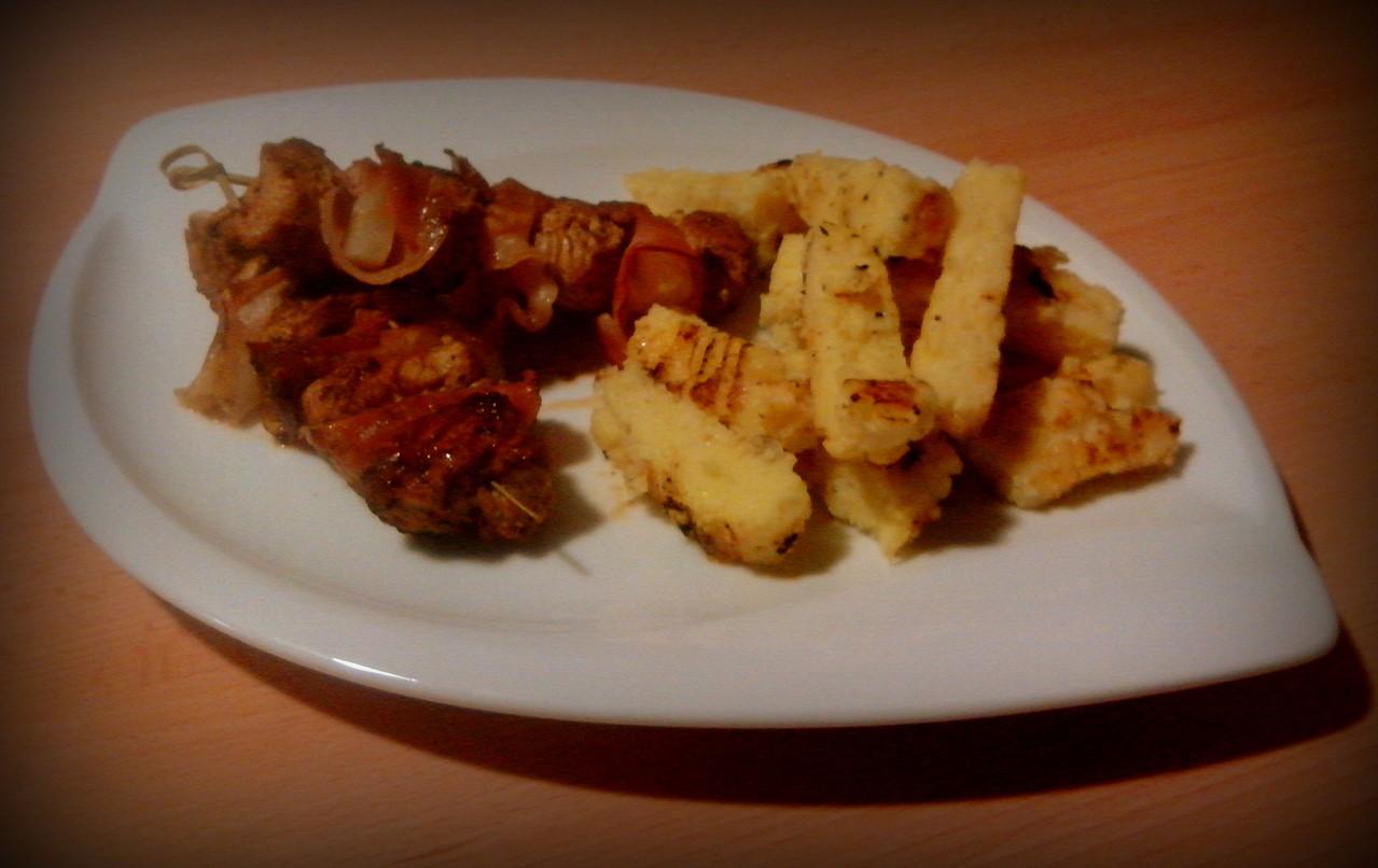 Puten-Ananas-Spieße mit Grill-Pommes
