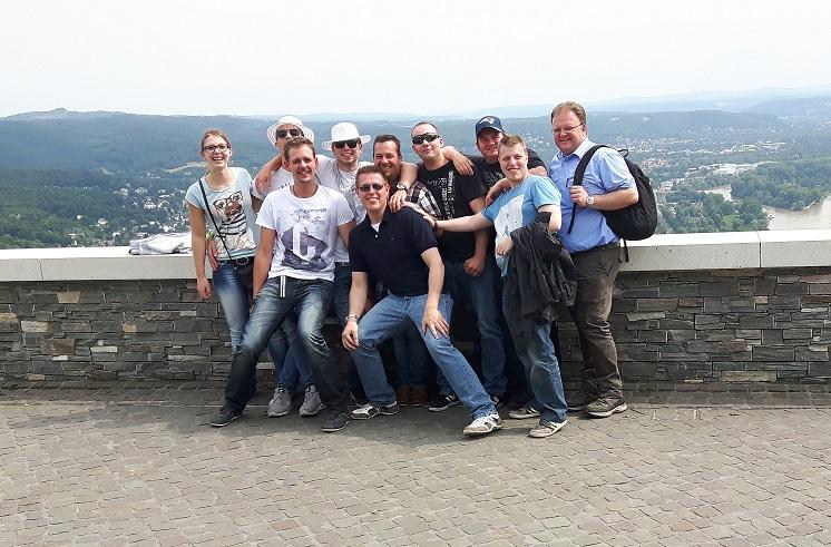 """""""leicht verkrampftes"""" Gruppenfoto auf dem Drachenfels bei Königswinter ;-)"""