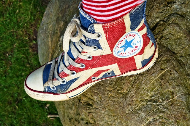 Socken in Converse Schuhen