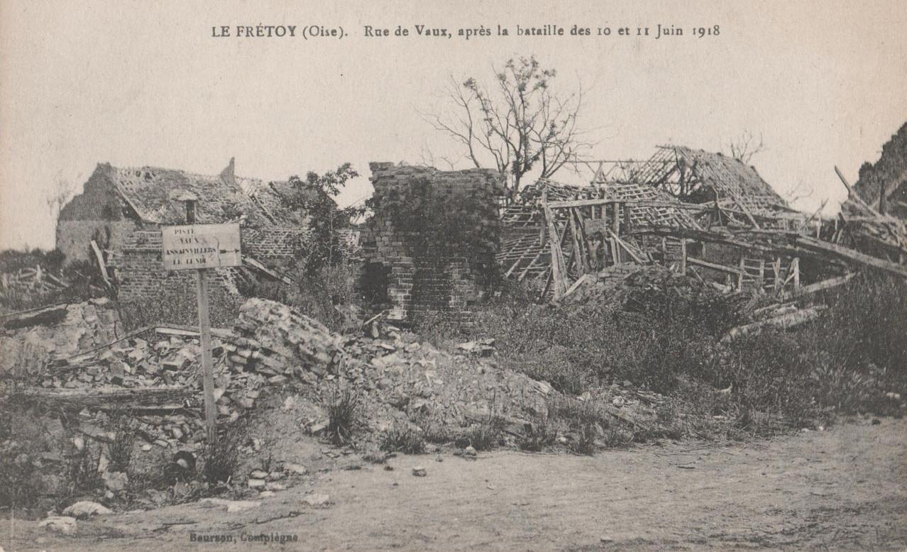 Rue de Vaux, après la bataille des 10 et 11 juin 1918 (collection particulière)
